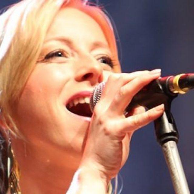 Traurednerin & Sängerin – Anke Scheer mit an board
